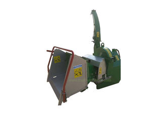China 4 Cutting Knives 3 Point Wood Chipper 7 Inch With Double Horizontal Rollers supplier