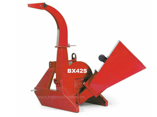 China Red Color PTO Driven Wood Chipper Self Feeding 3 Point Hitch Mounting System supplier