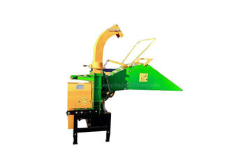 China 2 Cutting Blades 3 Point Wood Chipper With 26L Tank Hydraulic Feeding System supplier
